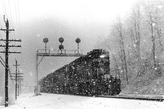 Calatori in trenul-fantoma. Garnitura plina cu oameni, pe care CFR-ul a pierdut-o pe camp