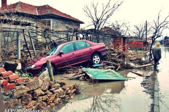 Inundatii dupa codul galben: case prabusite, animale moarte, oameni disperati