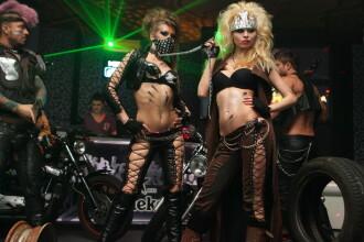 Pantaloni de piele, lanturi si motociclete. Vezi GALERIE FOTO de la o noapte de senzatie in club