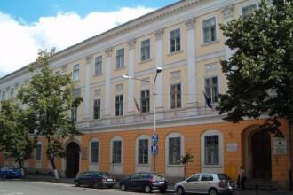 Un elev de 10 ani a murit dupa ce s-a impiedicat de sireturi in curtea unui liceu din Cluj