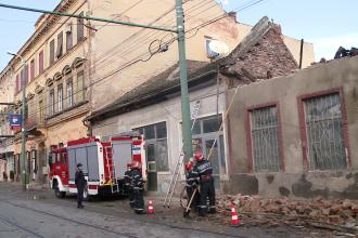 Acoperisul unei case din zona Pietei Traian s-a prabusit. Din fericire, nimeni nu a fost ranit