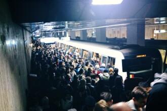 Metrou blocat intre statii.
