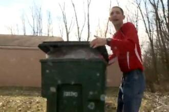 Ce a descoperit un barbat intr-un cos de gunoi: