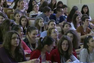 Bacalaureat 2013. Admiterea la ASE se face din nou prin examen, iar elevii sunt chemati la meditatii