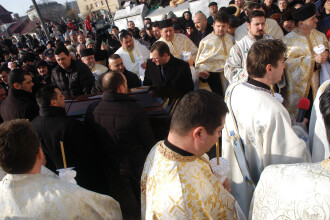 Unul dintre preotii prezenti la funeraliile lui Dumitru Sechelariu, suspendat pentru 20 de zile