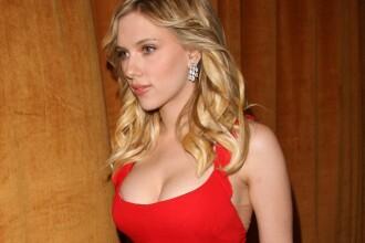 Scarlett Johansson s-a casatorit in secret cu jurnalistul francez Romain Dauriac