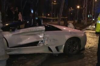 Accident spectaculos in Capitala: un Lamborghini s-a infipt intr-un stalp. Cine era in spatele volanului