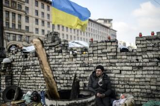 Criza in Ucraina. Kievul a cerut dezarmarea gruparilor paramilitare dupa atacul armat soldat cu trei raniti