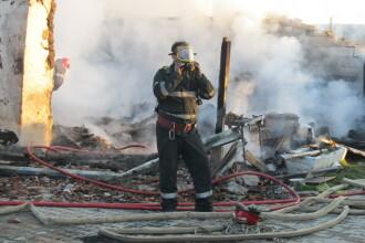 Un incendiu puternic a mistuit o casa din judetul Caras Severin. Pagubele se ridica la 160.000 de lei