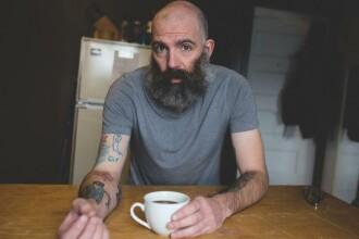 FOTOGALERIE Un tata si-a tatuat pe brat desenele fiului sau timp de 7 ani