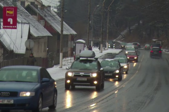 Turistii au luat cu asalt Valea Prahovei la auzul codului galben de ninsori. Partiile sunt impecabile pentru pasionati