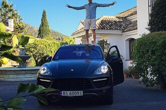 Pozele excentrice pe care bogatasii din toata lumea le pun pe site-urile de socializare