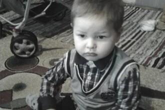 Un baietel de 3 ani a murit la 12 ore de cand a ajuns in spital. Parintii acuza: medicii doar l-au pasat de la unul la altul