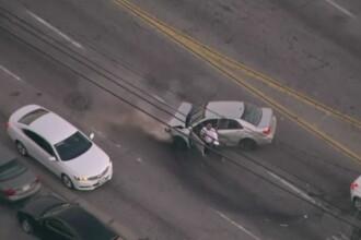 Urmarire spectaculoasa pe strazile din Los Angeles. Un suspect a incercat sa fure mai multe masini ca sa scape de politie