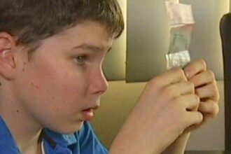 Banca Centrala din Australia isi schimba bancnotele dupa initiativa unui baiat orb in varsta de 13 ani