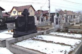 Lipsa banilor schimba traditia inmormantarilor, in Romania. Cu ce vor fi inlocuite parastasele si coroanele de flori