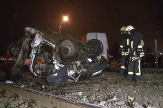 Autovehicul spulberat de o locomotiva in Vaslui. Soferul a scapat, miraculos, cu viata in urma accidentului