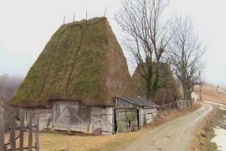 Peisajul de poveste dintr-o comuna din Alba atrage sute de turisti. Casele par desprinse din povestile fratilor Grimm