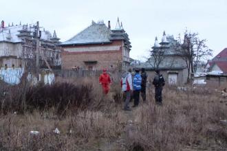 Rromii care si-au vazut palatele debransate de la curent s-au luat la cearta cu fortele de ordine: