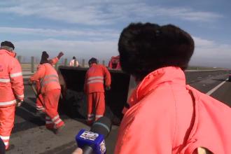 O situatie cat un banc: cati muncitori repara 42 de km de autostrada. Mii de gropi au rasarit pe A2 dupa ce s-a topit zapada