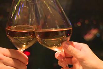 VALENTINE'S DAY. Ofertele restaurantelor pentru cupluri: cat costa o cina romantica la etajul 18