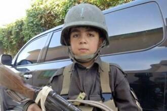 Un baiat de 10 ani din Afganistan, care a luptat impotriva talibanilor, a fost impuscat in cap in drum spre scoala
