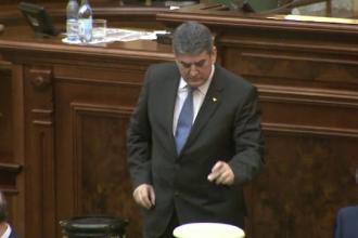 Gabriel Oprea poate fi urmarit penal, dupa ce chiar si el a votat pentru ridicarea imunitatii.