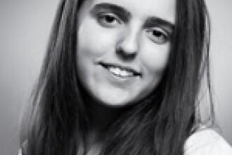 """O eleva a Colegiului National """"Emil Racovita"""" din Cluj a castigat locul I la Concursul European de Traduceri"""