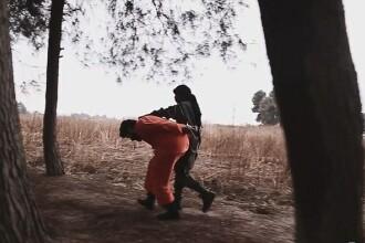 Un copil, folosit pe post de calau ISIS. Modul tulburator prin care executa un inamic, dupa ce ameninta SUA. VIDEO
