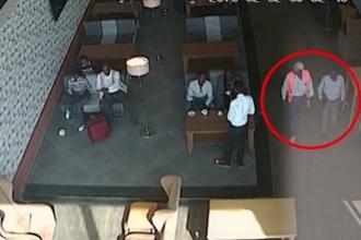 Doi angajati ai aeroportului din Mogadiscio au predat teroristului bomba ascunsa in laptop. Atacatorul a fost singura victima