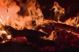 Femeie de 35 de ani din Cluj, in stare grava dupa ce a incercat sa aprinda focul in soba cu benzina