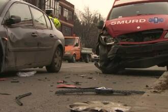 Echipaj SMURD, implicat intr-un accident in Capitala. Femeile din cealalta masina au fost ranite