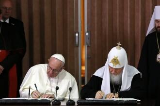Intalnirea istorica asteptata de aproape 1000 de ani. Ce si-au spus Papa Francisc si Patriarhul Kiril, pe aeroportul din Cuba