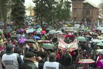 Minerii au iesit in strada la Petrosani pentru a protesta. In 20 de ani, din 70.000 de locuri de munca au mai ramas 3.000