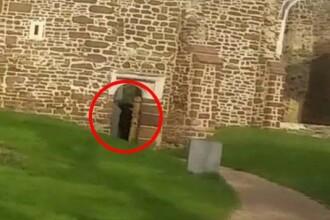 S-au dus sa viziteze o biserica abandonata, cu un trecut pagan, dar ce au gasit aici le-a dat fiori. Au filmat momentul