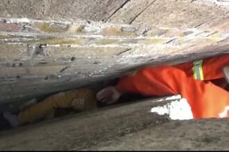 Operatiune dificila de salvare in sudul Chinei. Doi copii au ramas blocati intre doua ziduri de caramida