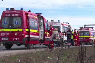 Sase raniti, in urma unui accident in care au fost implicate un microbuz cu pasageri si un camion, in Sibiu