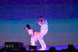 Cele mai tari momente de la gala Brit Awards. Rihanna si Drake au incins atmosfera cu un dans provocator. VIDEO