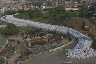 Situatie critica in capitala Libanului, invadata de gunoiul nestrans de luni de zile. De ce stau deseurile pe strazi