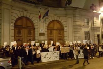 Sute de persoane s-au strans in strada in Paris si Londra pentru a protesta. FOTO si VIDEO