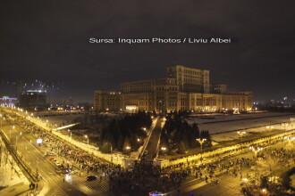 25.000 de oameni, majoritatea veniti in mars din Piata Victoriei, au format un lant uman in jurul Palatului Parlamentului