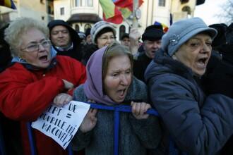 Protestul de la Cotroceni, la care au participat 2.500 de oameni, majoritatea persoane in varsta, s-a incheiat dupa 7 ore