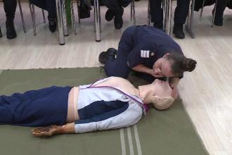 SMURD organizeaza cursuri pentru voluntari. Dupa orele de pregatire pot ajunge paramedici, iar salariile sunt si de 4.000 lei