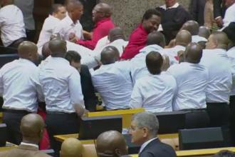 Bataie in Parlamentul sud-african. Politicienii opozitiei l-au numit pe presedinte