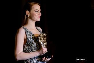 Vedetele au indurat frigul pentru a straluci pe covorul rosu al Premiilor BAFTA. Aparitia Ducesei de Cambridge