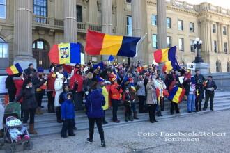 Zeci de oameni au protestat in Canada, in semn de solidaritate cu manifestatiile din Romania.
