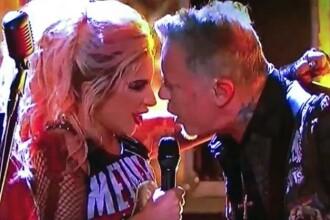 Moment jenant trait de James Hetfield in timpul duetului cu Lady Gaga, la premiile Grammy. Ce a patit vocalul Metallica
