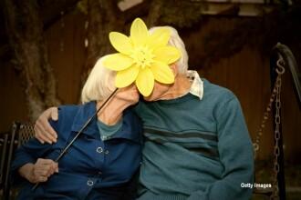 A salvat-o de la Auschwitz, dar nu a avut curajul sa o invite la dans. Unde au ajuns cei doi jumatate de secol mai tarziu