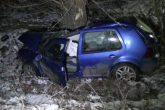 Grav accident in Suceava. Soferul a scapat dar sotia sa a murit, iar fetita de trei ani si soacra au ajuns la spital