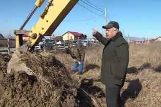 Scandal la Targu-Jiu, unde un barbat refuza sa-i lase pe muncitori sa lucreze la soseaua de centura. Care este motivul